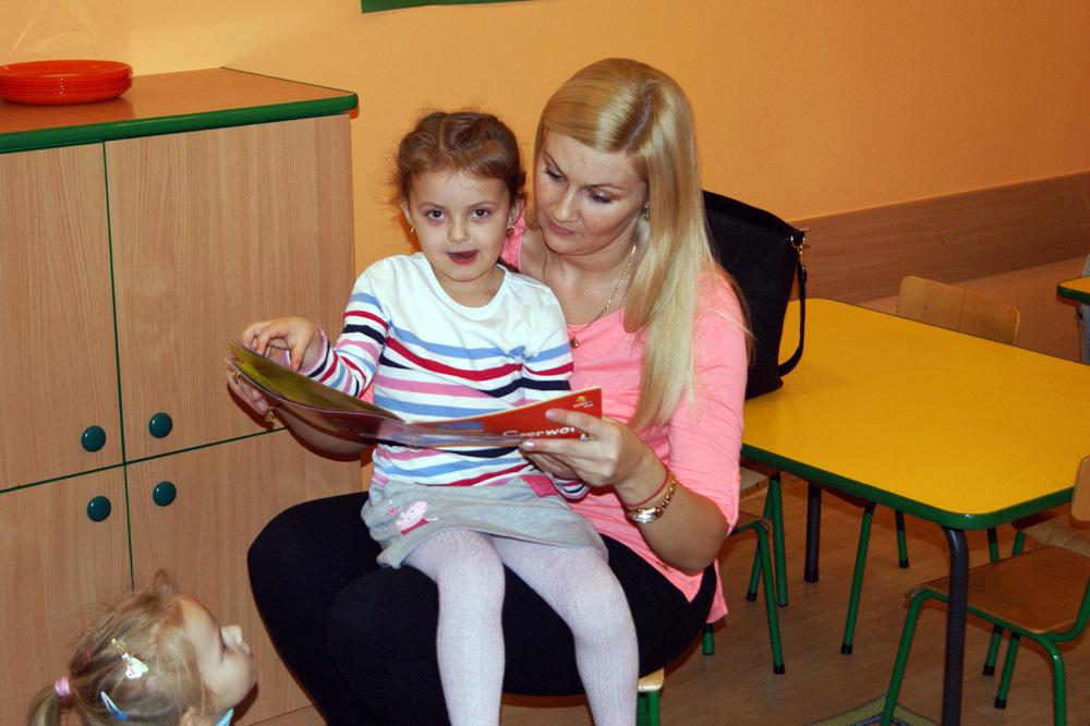 Zabezpieczony: Mama Leny czyta Rumiankom bajki