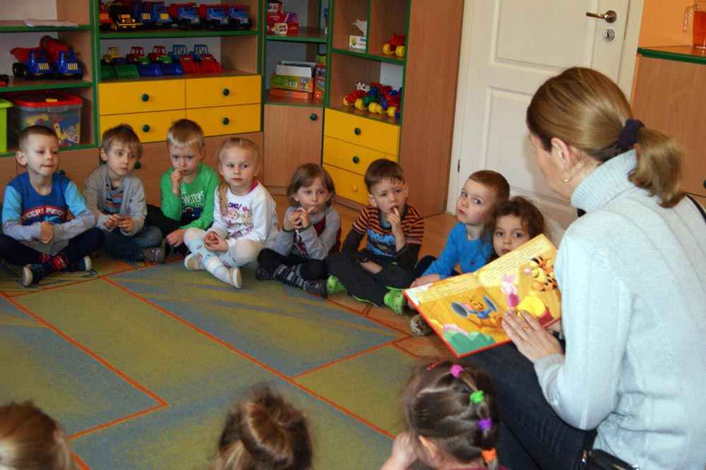 Zabezpieczony: W Rumiankach czytały bajki: mama Natalki i Ani