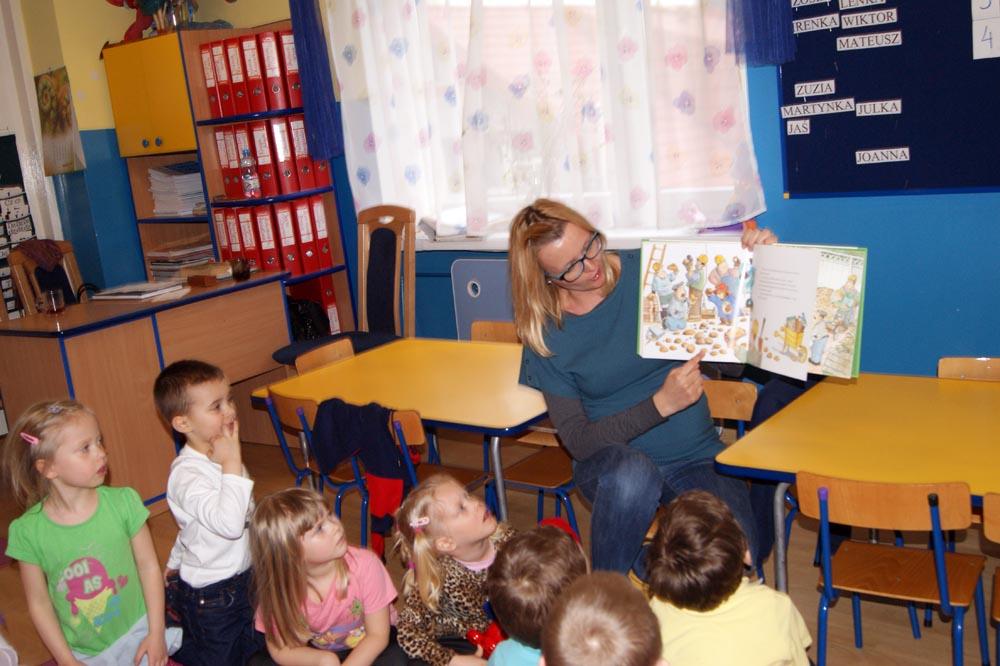 Zabezpieczony: W Iskierkach czytała bajki mama Irenki