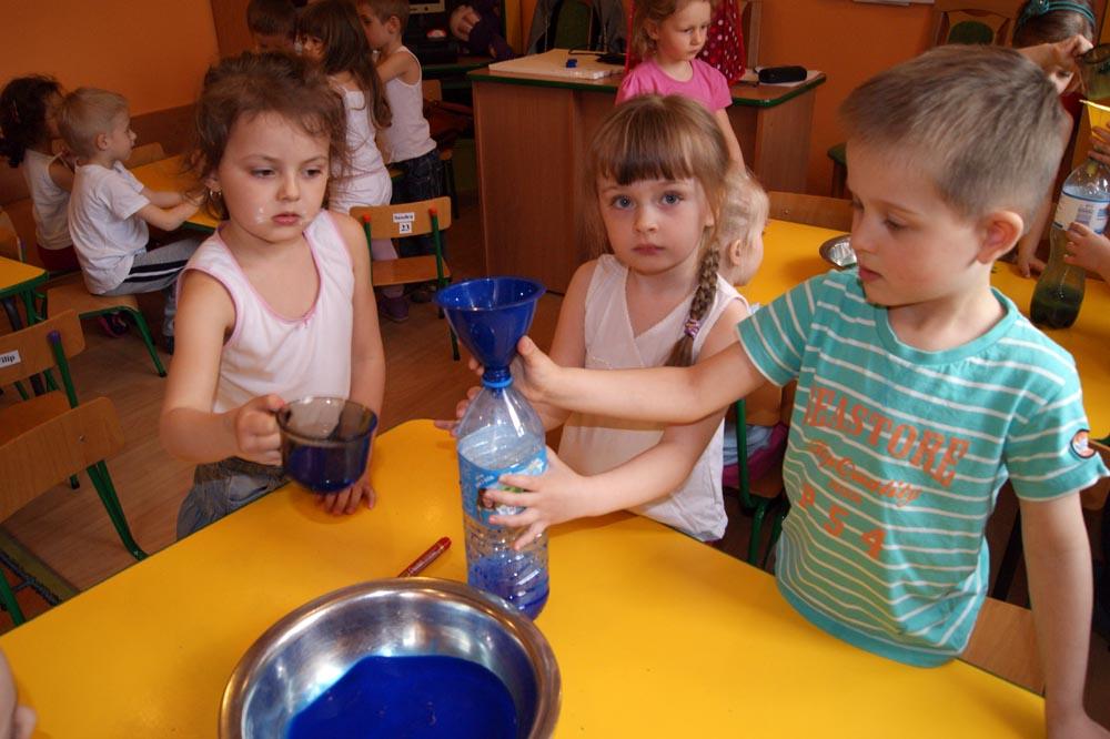 Zabezpieczony: Rumianki robią doświadczenia z wodą