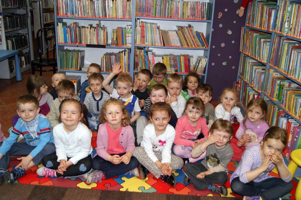 Zabezpieczony: Lekcja w bibliotece – Smerfy i Iskierki