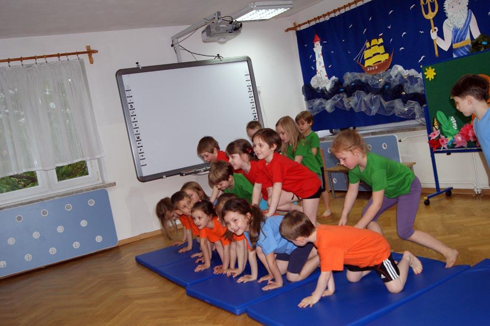 Zabezpieczone: Zajęcia otwarte dla rodziców Smerfów – tańce i akrobatyka
