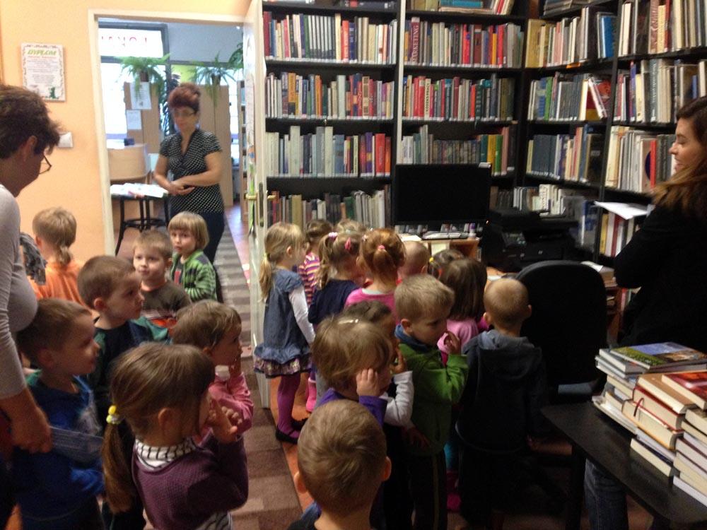 Zabezpieczony: Lekcja w bibliotece – Rumianki i Gąsieniczki