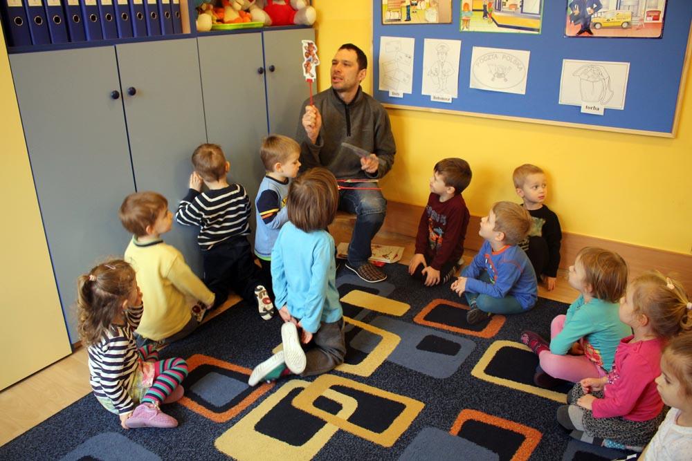 W Szafirkach dzieciom czyta tata Miłosza