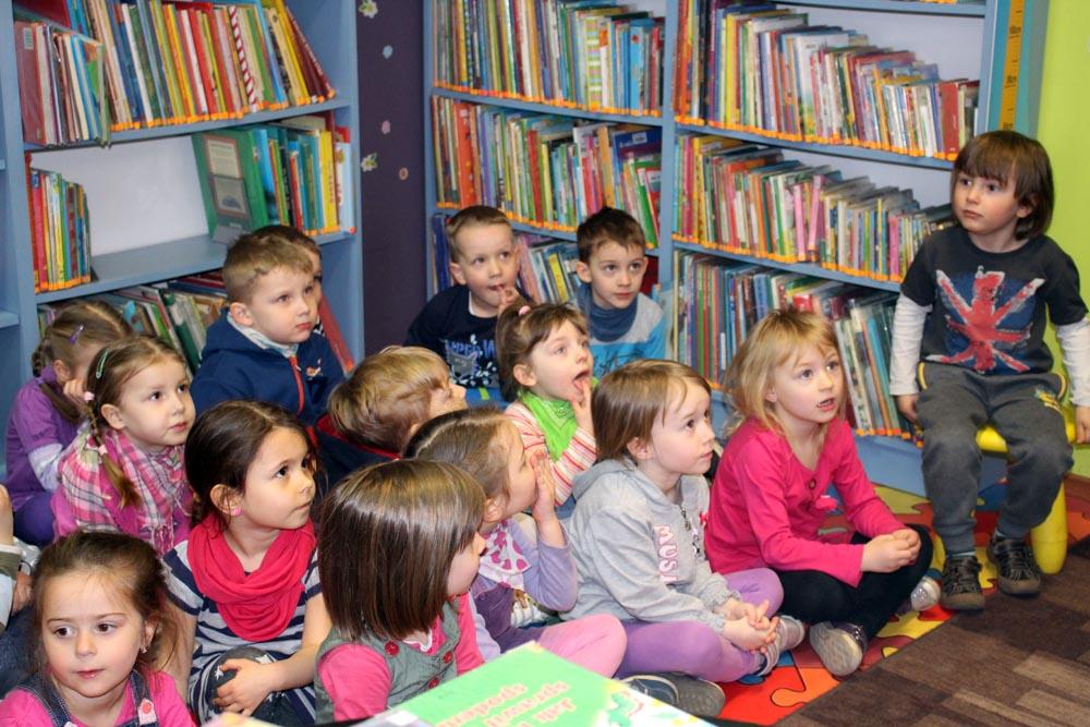 Gąsieniczki – zajęcia w bibliotece
