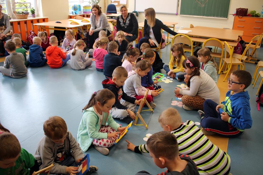 Rumianki na lekcji w szkole