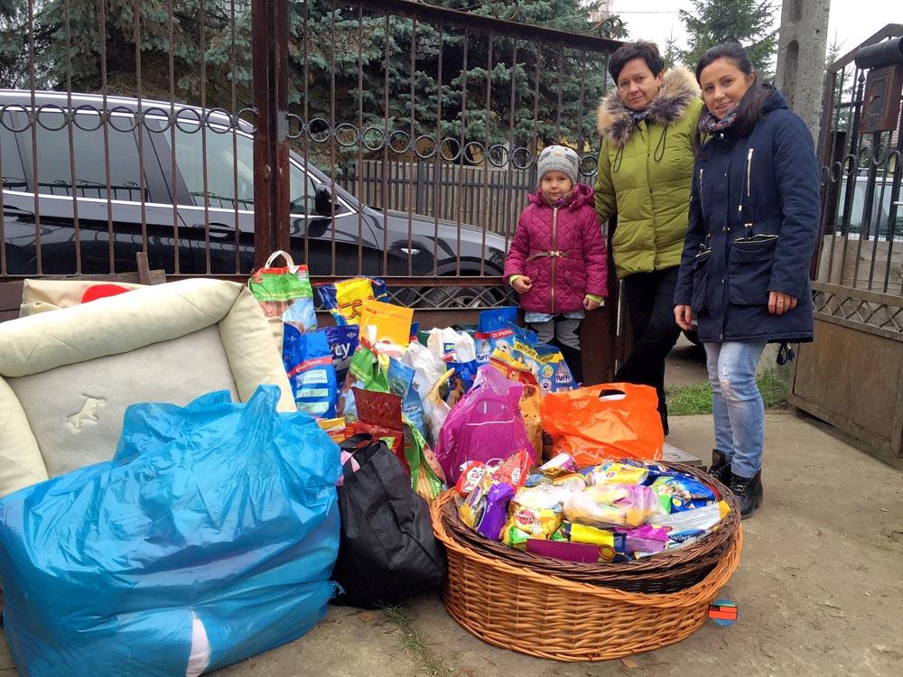 Przekazanie rzeczy ze zbiórki na bezdomne zwierzęta do Fundacji Bezdomniaki odział w Markach