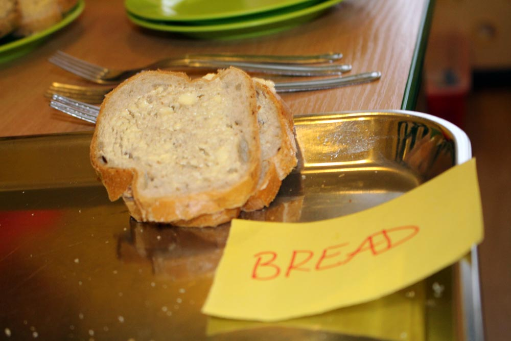 Gąsieniczki uczą się angielskiego w praktyce –  jedzą angielskie śniadanie