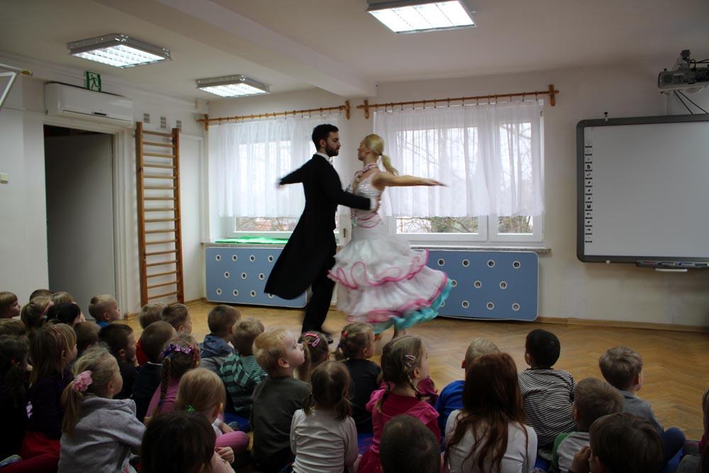 """Koncert """"O tańcach towarzyskich"""" (walc angielski, wiedeński, tango, samba, rumba, cha-cha);"""