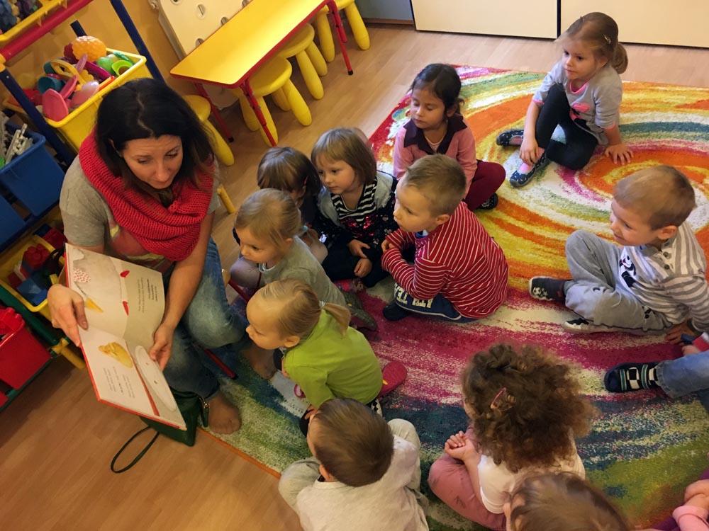 """Mama czyta w Groszkach w ramach akcji """"Poczytaj mi Mamo, poczytaj mi Tato"""""""