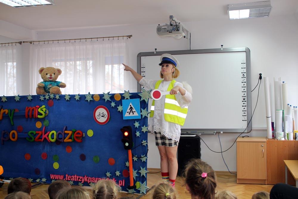 """Teatrzyk JAŚ ze sztuką """"Mądry Miś po szkodzie"""""""