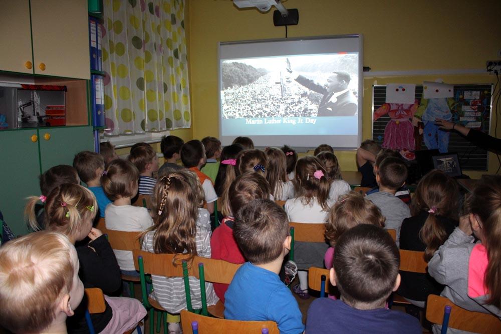 """Realizacja innowacji pedagogicznej w Maczkach i Szafirkach """"Do kraju anglojęzycznego zapraszam Cię kolego"""" – MARTIN LUTER KING DAY."""