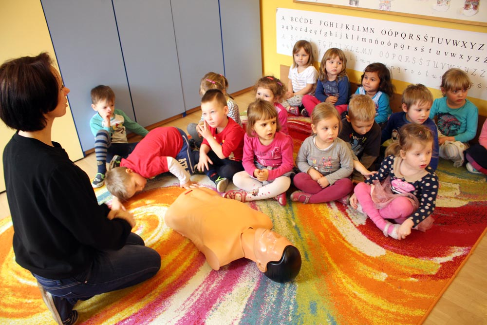 Groszki i Szafirki uczą się udzielania pierwszej pomocy
