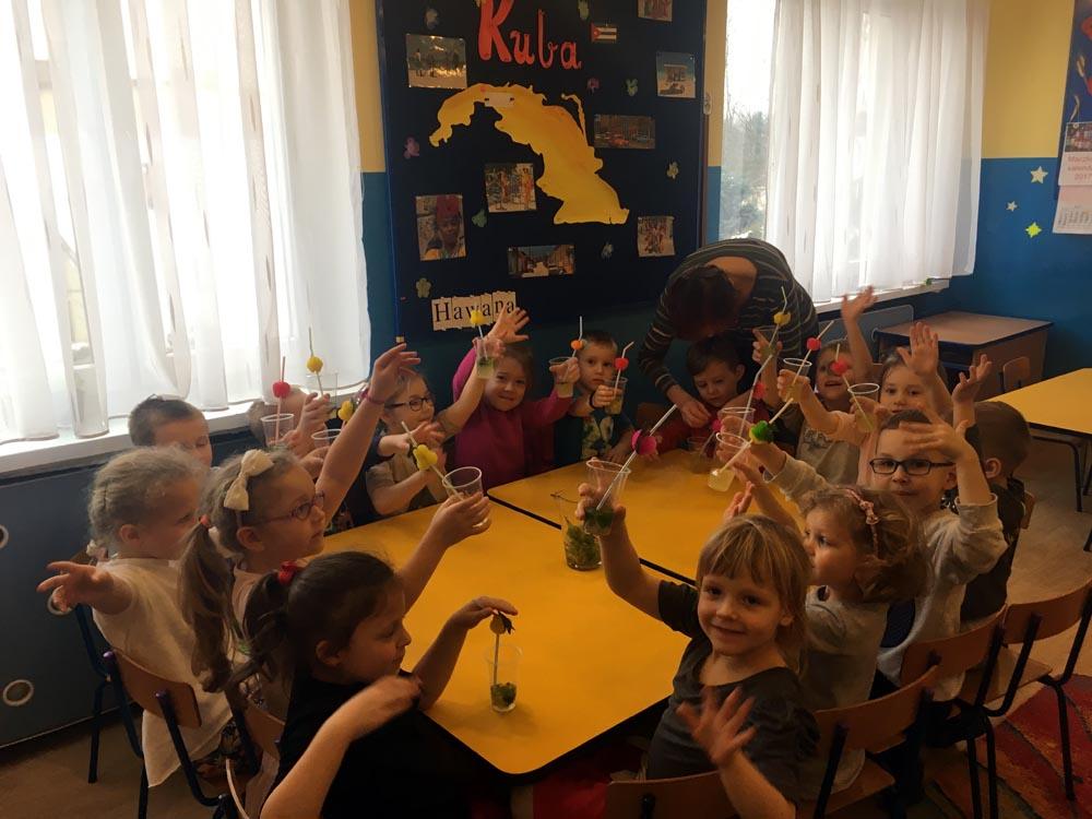 """Maczkowy """"Apetyt na świat"""" – dzieci przygotowały orzeźwiającą, kubańską lemoniadę"""