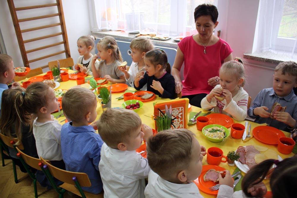 Śniadanie Wielkanocne z udziałem dzieci