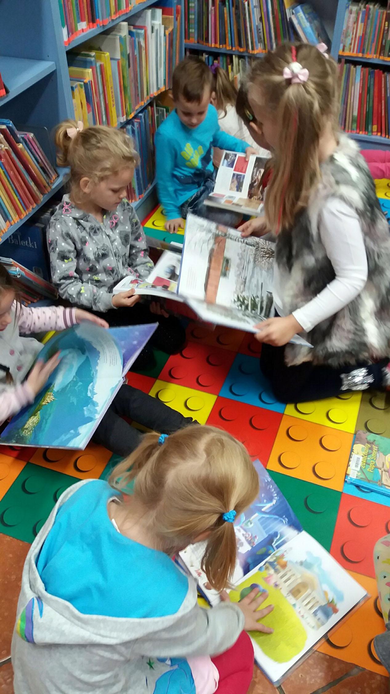 Maczki na zajęciach edukacyjnych w Bibliotece Miejskiej