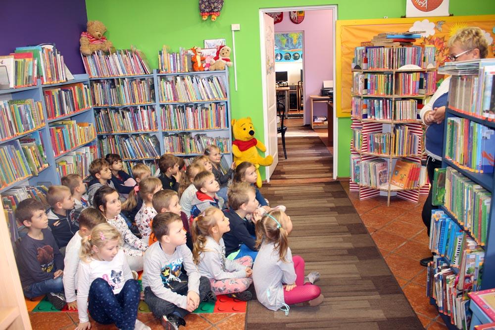 Szafirki na zajęciach edukacyjnych w Bibliotece Miejskiej