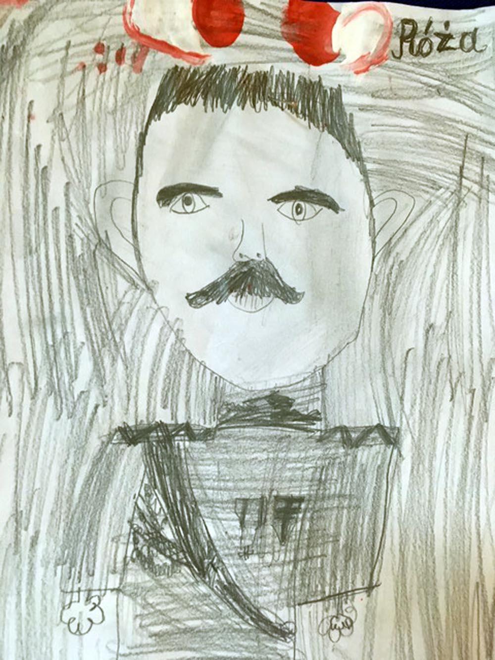 Portrety Józefa Piłsudskiego narysowane przez dzieci