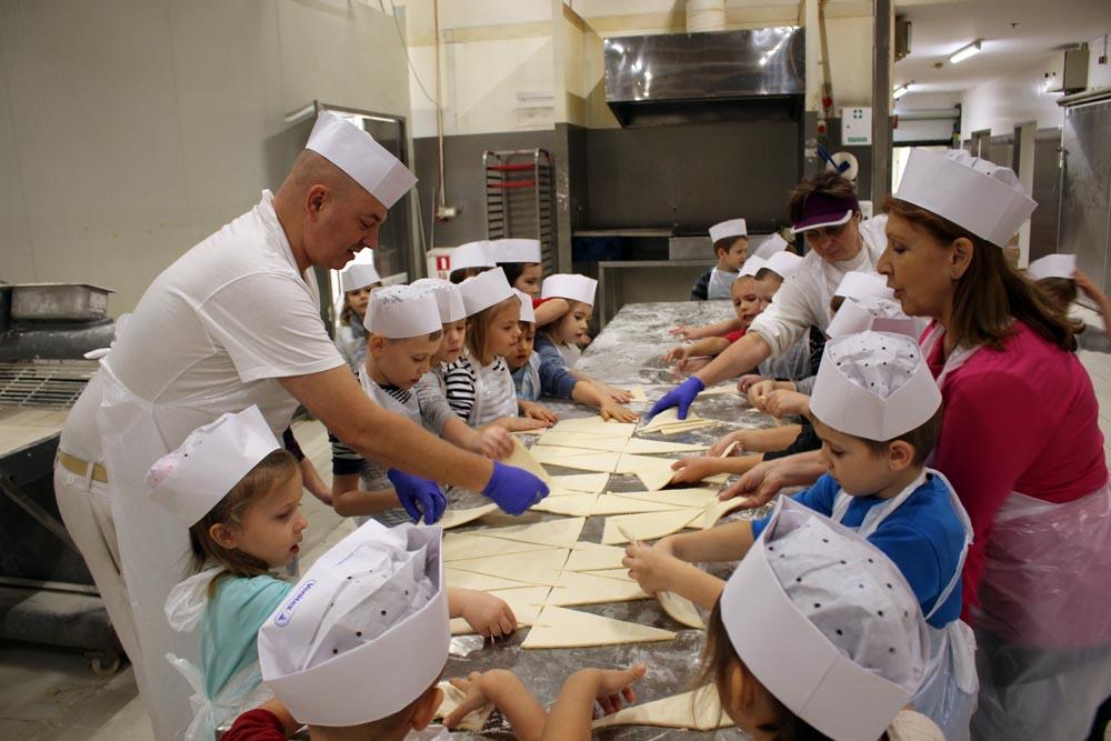 Wycieczka do sklepu Carrefour Głębocka – zajęcia w piekarni i w strefie kas