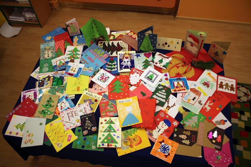 Pocztówki przygotowane przez dzieci do Hospicjum Domowego Księży Marianów w Warszawie.