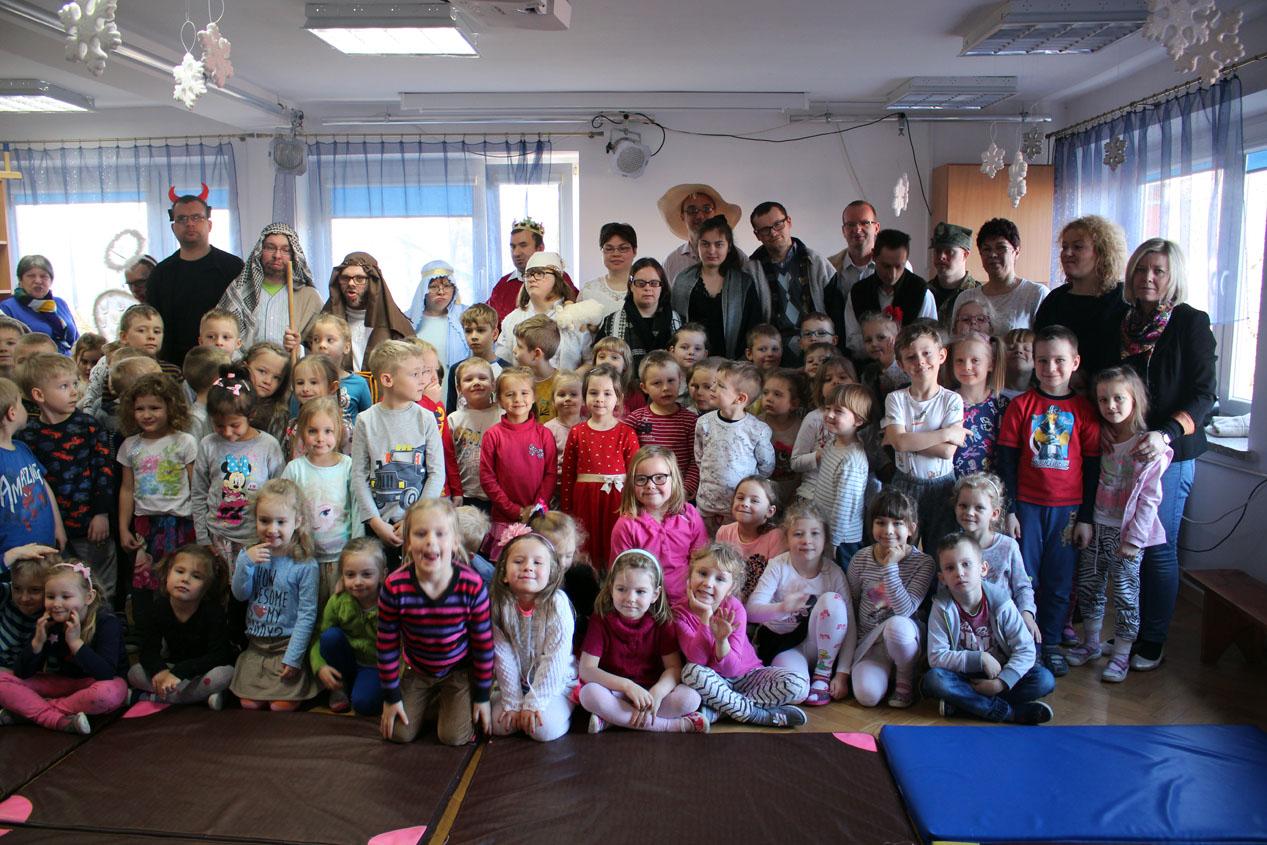 Jasełka w wykonaniu podopiecznych Koła Pomocy Dzieciom i Młodzieży Niepełnosprawnej w Ząbkach