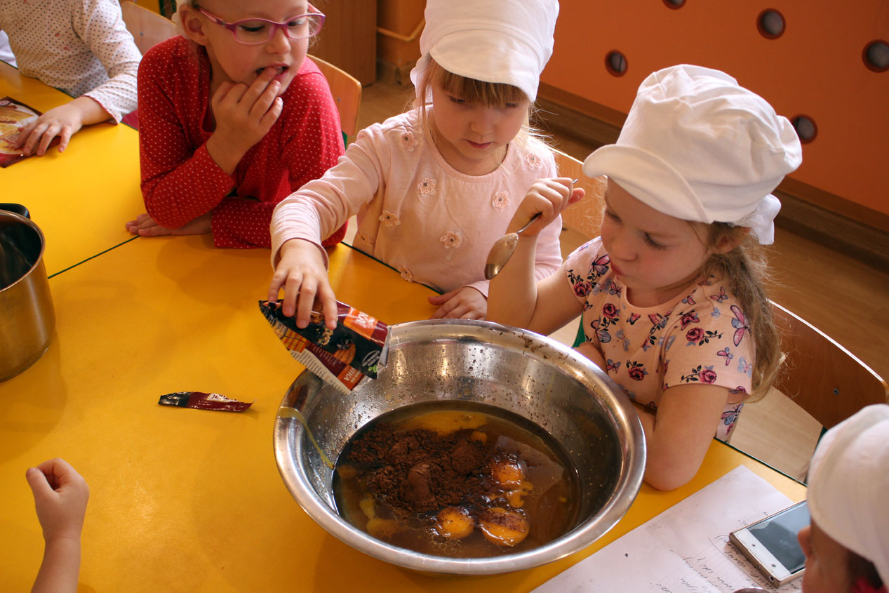 Chaberki robią ciasto marchewkowe