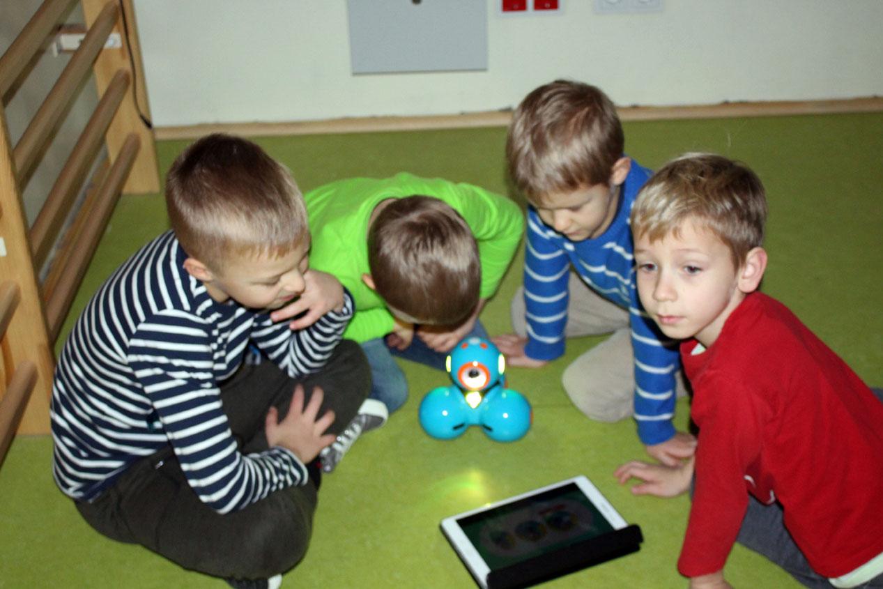 """Kryształki uczą się programowania w szkole w ramach programu """"Ku dojrzałości szkolnej"""""""