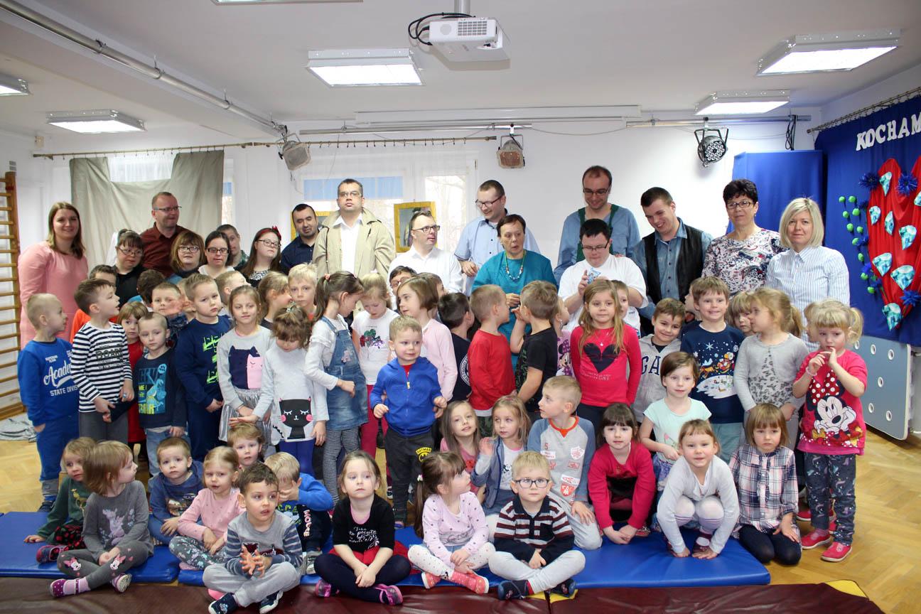 Podopieczni Koła Dzieci i Młodzieży Niepełnosprawnej w Ząbkach – Jasełka