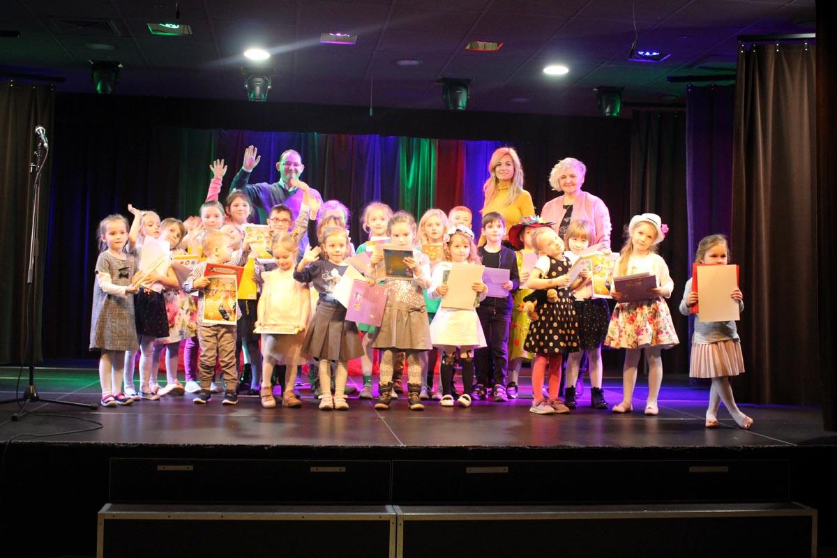 Laureaci konkursu recytatorskiego w Miejskim Ośrodku Kultury na przeglądzie poezji – Ząbkowska Wierszykarnia