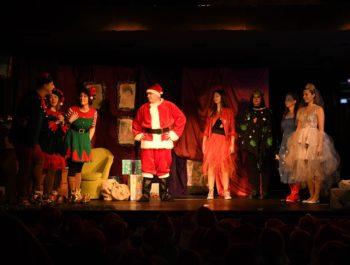 """""""Świąteczna potęga żywiołów"""" w wykonaniu Rodzicielskiego Teatru Pajęczych Opowieści"""